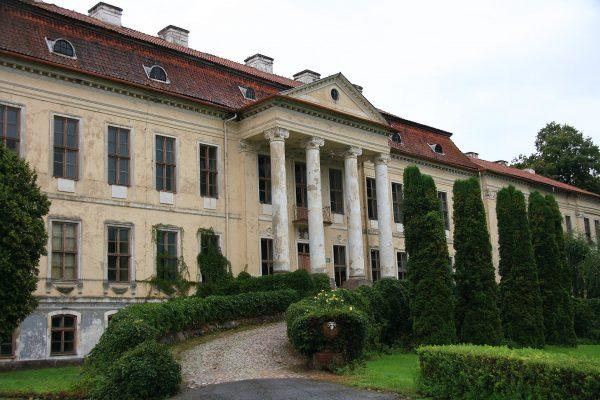 Pałac w Drogoszach (fot. Schorle/Wikimedia Commons)