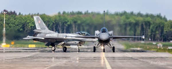 Lockheed Martin F-16C Jastrząb (4049) i (4058) (fot. Michał Banach)