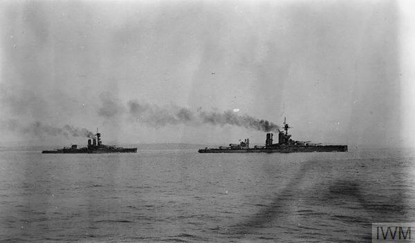 HMS Erin i HMS Centurion (fot. IMW)
