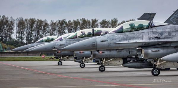 Lockheed Martin F-16C Jastrząb (4045, 4053 and 4056) i F-16D Jastrząb (4079) (fot. Michał Banach)