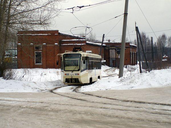 Tramwaj KTM-19 w Wołczańsku (fot. Oleg NT/Wikimedia Commons)