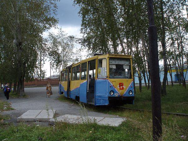 Tramwaj KTM-5 w Wołczańsku (fot. Oleg NT/Wikimedia Commons)