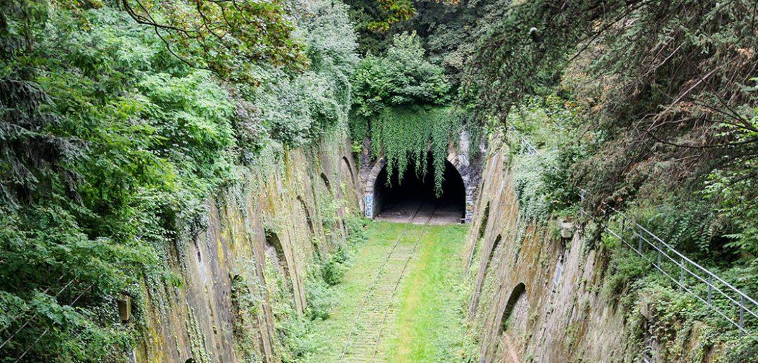 Chemin de fer de Petite Ceinture - opuszczona linia kolejowa w Paryżu