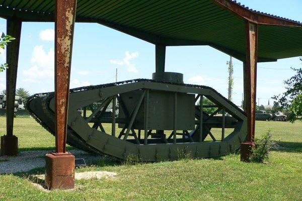 Skeleton Tank (fot. Mark Pellegrini)