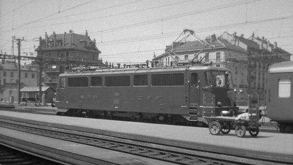Ae 4/6 III 10851, czyli Am 4/6 1101 po przebudowie na elektryczną lokomotywę (fot. Peter Ackermann)