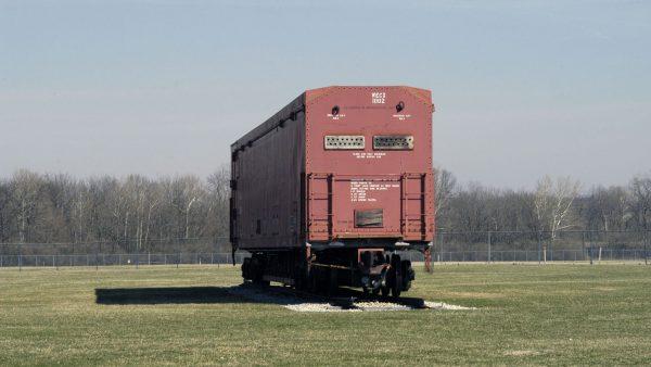 Jeden z zachowanych wagonów kompleksu (fot. Wikimedia Commons)
