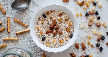 Płatki śniadaniowe, czyli jakie płatki zbożowe wybierać? Owsiane, kukurydziane, czy ryżowe?